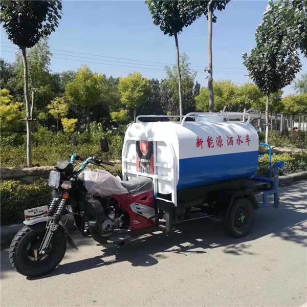 摩托三轮洒水车-- 电动挂桶垃圾车生产厂家